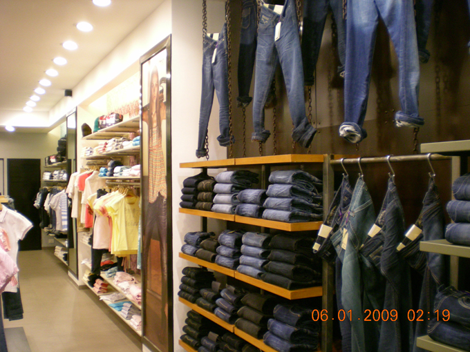 Interioplex projects pvt ltd interior design firm india office interior design comapny - Pepe jeans showroom ...